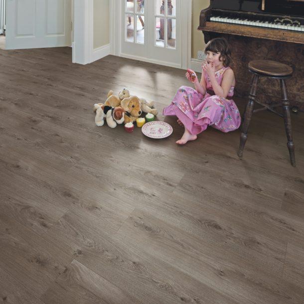 Elka 8mm V4 Sienna Oak ELV203 Laminate Flooring