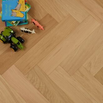 Witley Select Grade Herringbone 15/4 x 120 x 600 mm Multi-ply Oak