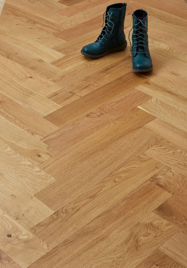 Burghley Select Grade Oiled Herringbone 15/4 x 120 x 600 mm Multi-ply Oak